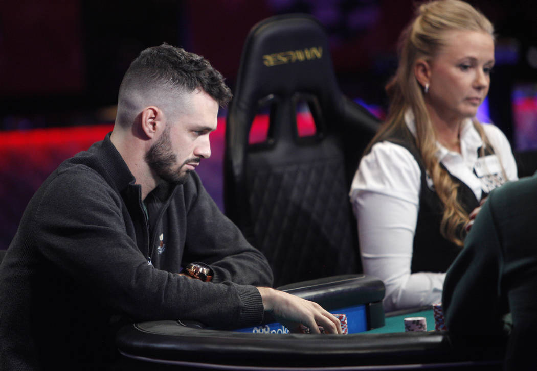 Alex Livingston en la mesa final del evento principal durante la World Series of Poker en el ho ...