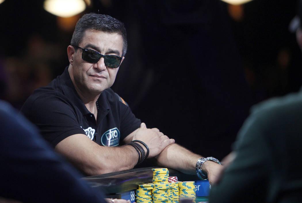 Hossein Ensan en la mesa final del evento principal durante la Serie Mundial de Poker en el hot ...