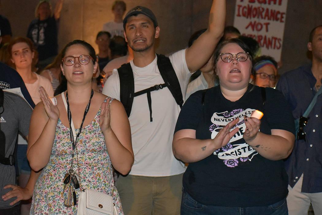 """Cerca de 300 personas se unieron al movimiento """"Luces para la Libertad"""", una vigilia pacíf ..."""