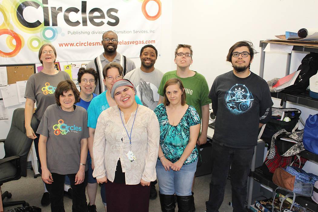 Los reporteros de la revista Circles y participantes de los programas de Transition Services co ...