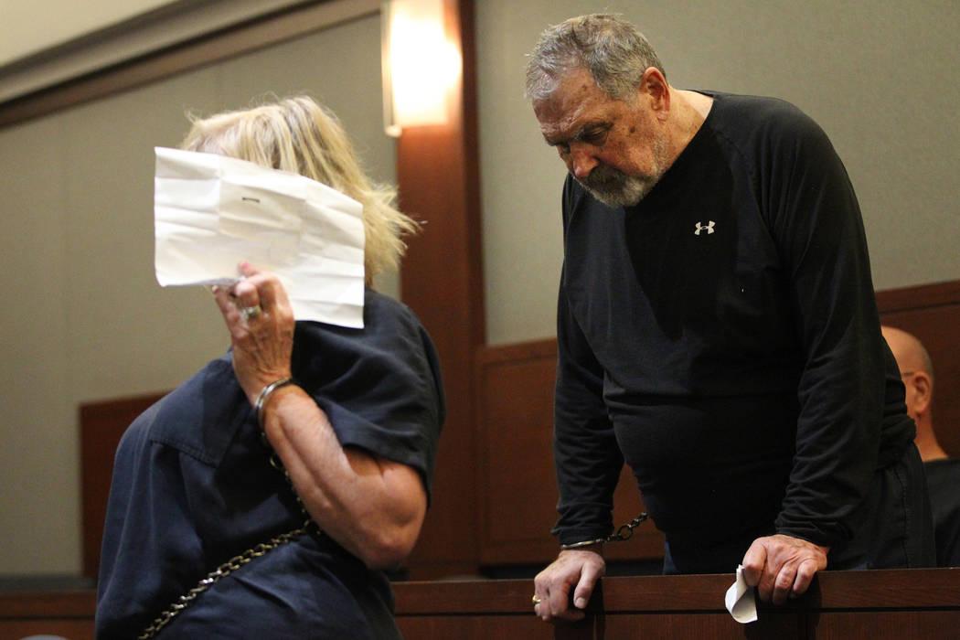 Patricia Chappuis, izquierda, y su esposo, Marcel, se presentan a una audiencia en el Centro Re ...