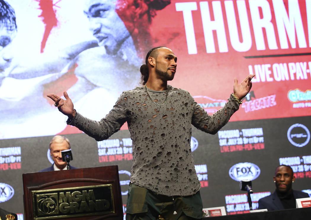 Keith Thurman posa durante una conferencia de prensa antes de su lucha de peso welter de la AMB ...