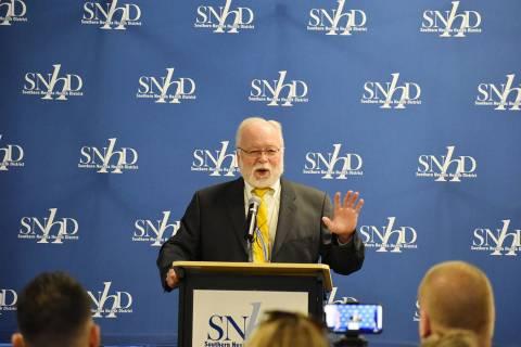 El Dr. Joe Iser, jefe de salud del SNHD dio a conocer los logros y retos de salud que afectan a ...
