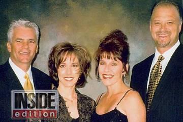 El ex senador John Ensign y su esposa, Darlene, a la izquierda, fotografiados con el antiguo ay ...