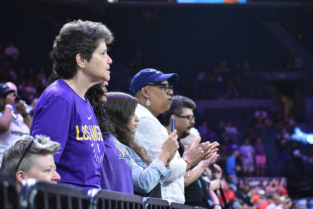 Los aficionados acudieron en gran número a apoyar a las estrellas de la WNBA. Sábado 27 de ju ...