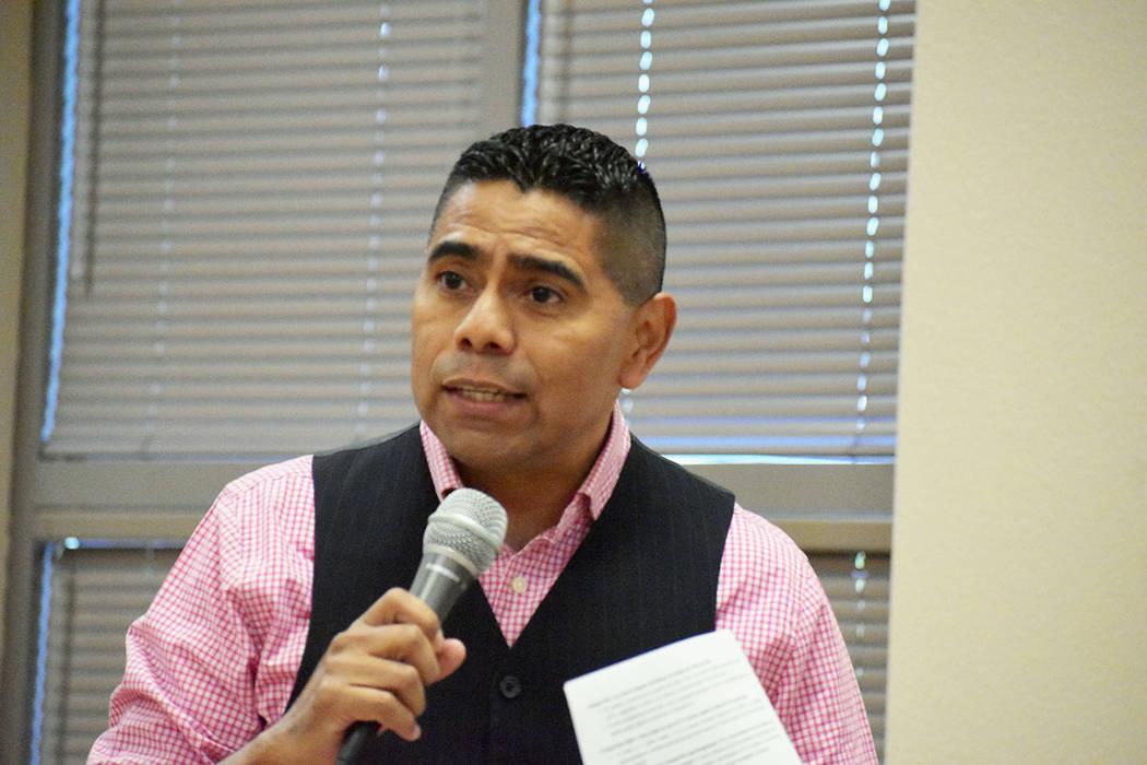 Sergio Infanzón, joven que vino desde Los Ángeles, California y fungió como conductor de la ...