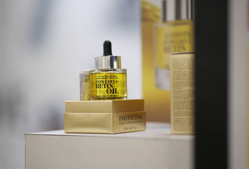 El poderoso retinol de Instytutum, un aceite antienvejecimiento que contiene extracto de algas ...