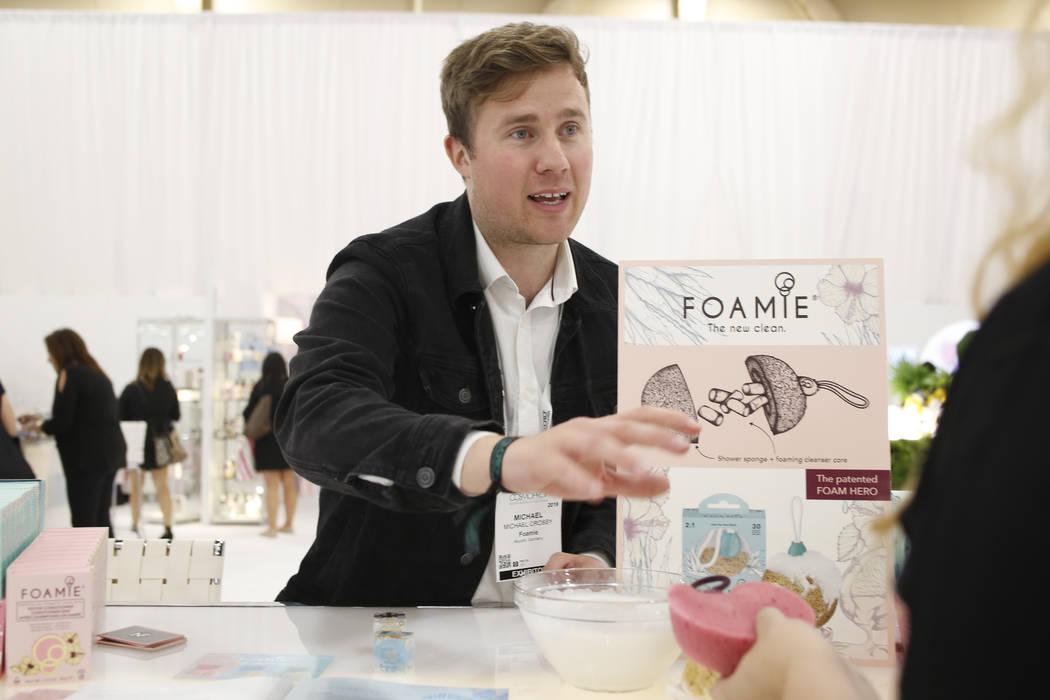 El gerente de cuentas de Foamie, Michael Crosby, habla sobre sus productos biodegradables y tot ...