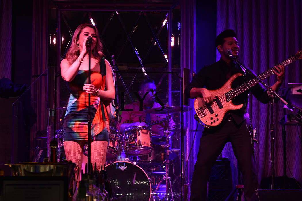 Volumen Uno se caracteriza por tocar distintos géneros como cumbias, salsa, rock en español, ...