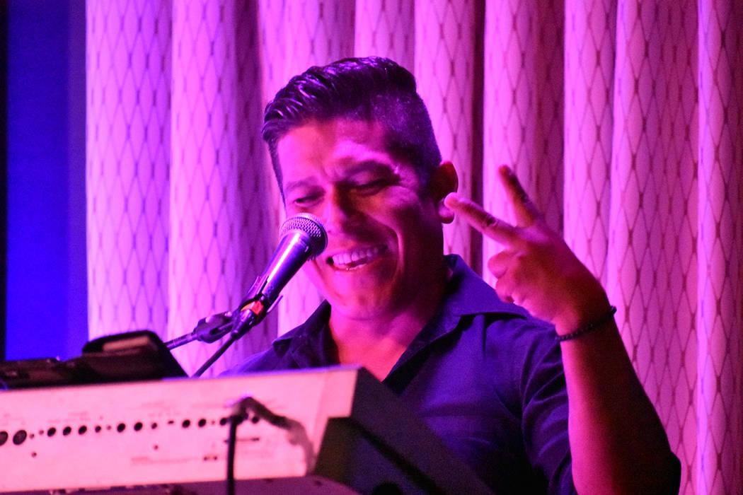 Omar Barajas (tecladista y cantante). Viernes 26 de julio de 2019 en Índigo Lounge en el casin ...