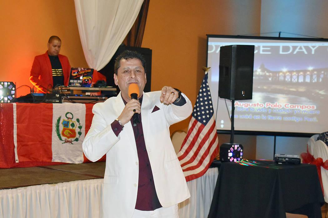 Leo Vargas cantó en la celebración de la independencia del Perú en Las Vegas. Domingo 28 de ...