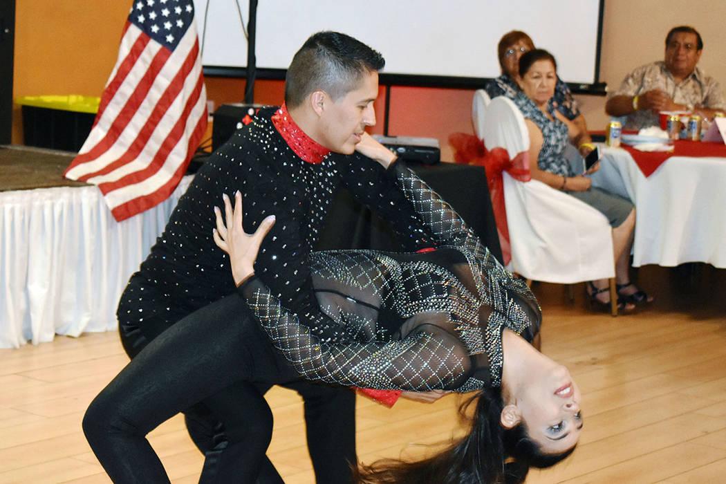 Edgar Tavares, en representación de Sin City Salseros, en la celebración de la independencia ...