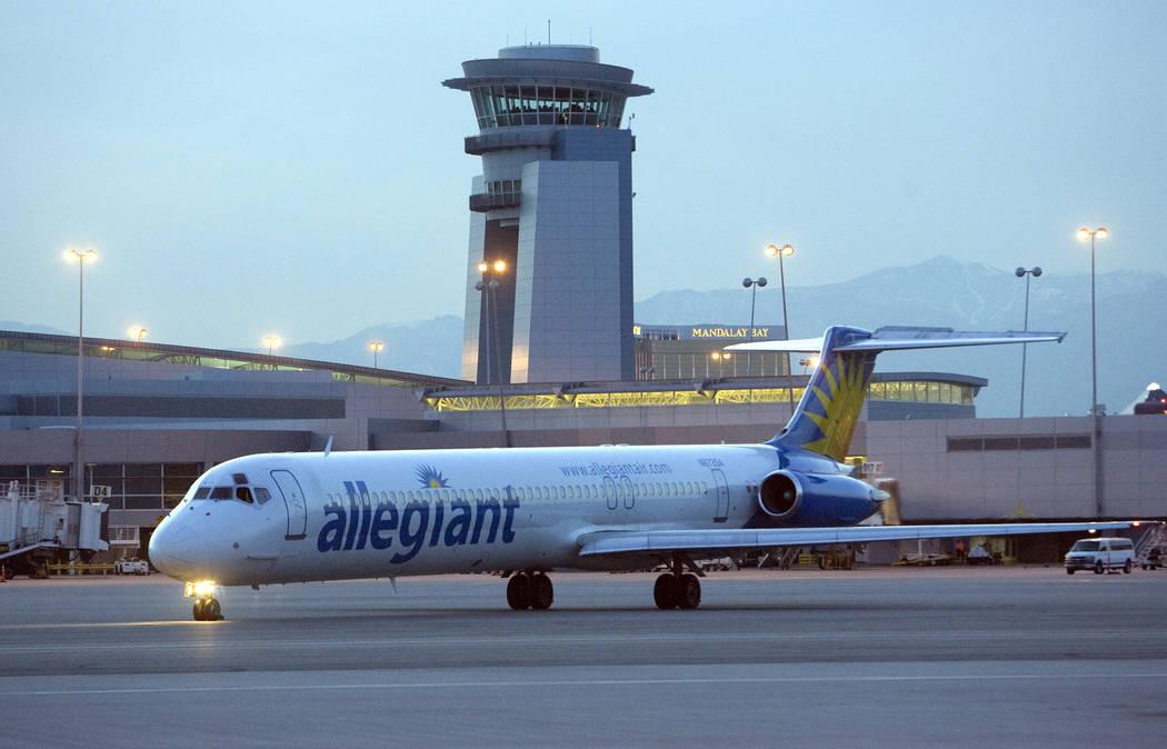 Allegiant Air continúa su exitoso modelo de negocios de ofrecer vuelos de bajo costo y baja fr ...