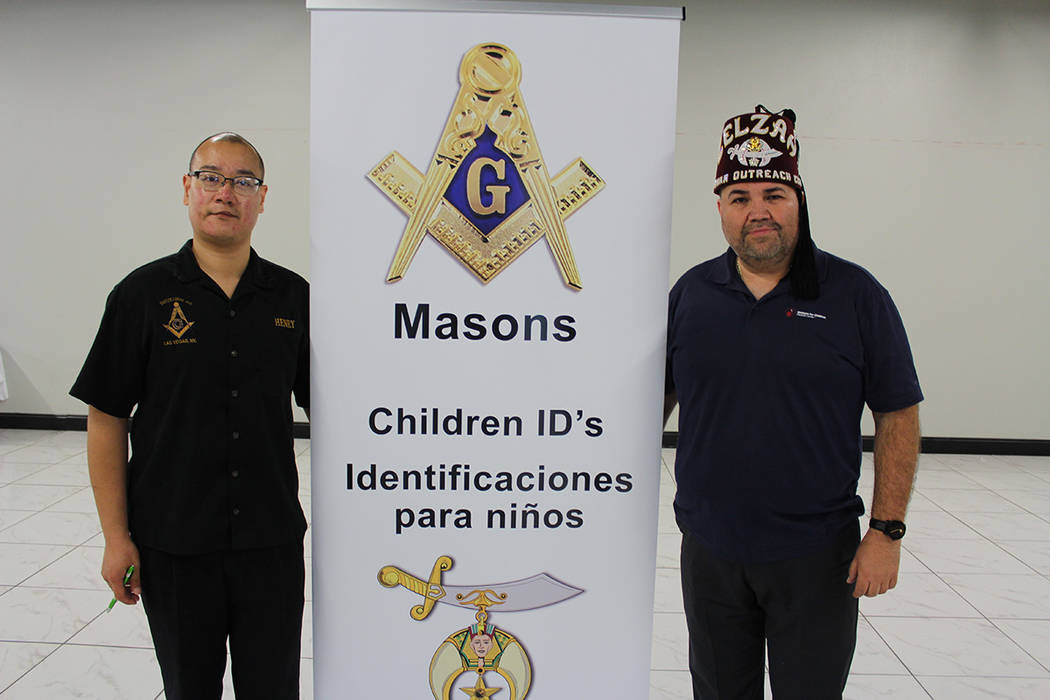 Los Masones de Las Vegas expiden una identificación infantil valida por LVMPD. Sábado 3 de ag ...