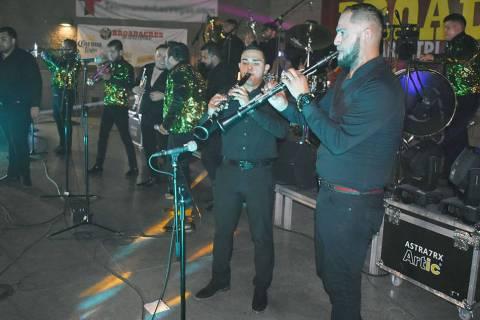 La Bandononona Rancho Viejo de Julio Aramburu realizó una calurosa presentación en Las Vegas. ...