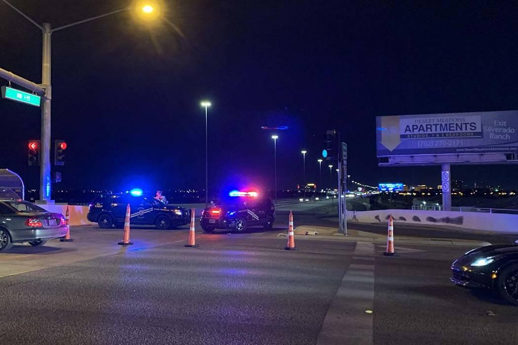 Los oficiales del Departamento de Policía Metropolitana mantienen el cierre en la rampa I-15 h ...