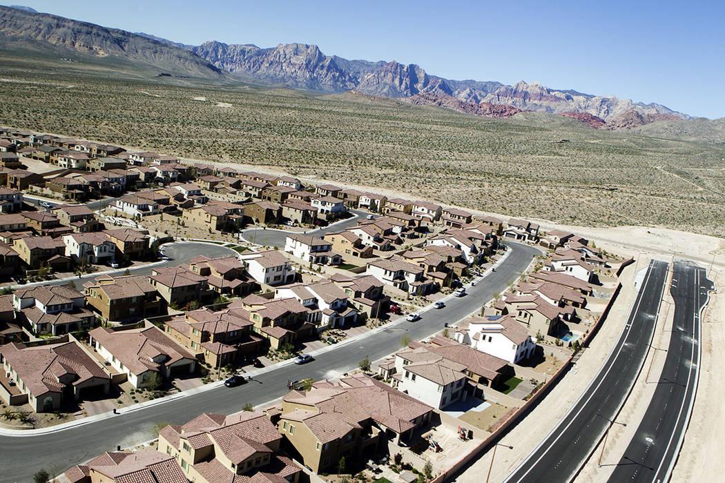 Paseos en Summerlin, con la Montaña Spring al fondo. (Las Vegas Review-Journal)