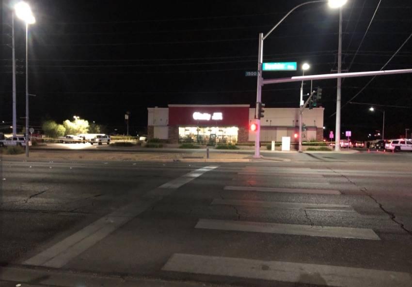 Un oficial de Henderson le disparó a un hombre mientras intentaba huir después de que se repo ...