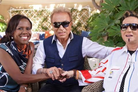 """Siegfried y Roy se reúnen con Deborah Roberts de """"Good Morning America"""" en el Jardín Secreto ..."""