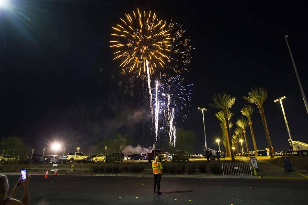 Los fuegos artificiales se disparan por encima del Las Vegas Ballpark después de que los Aviat ...
