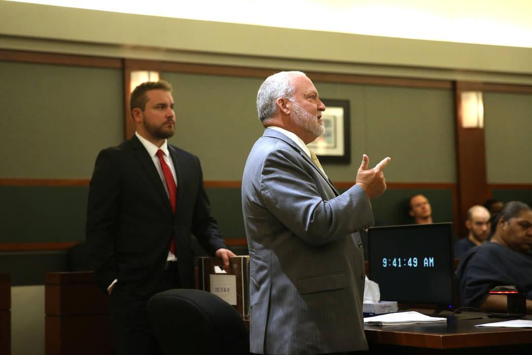 El jefe fiscal adjunto de distrito, Marc Digiacomo, a la derecha, con el fiscal Jory Scarboroug ...