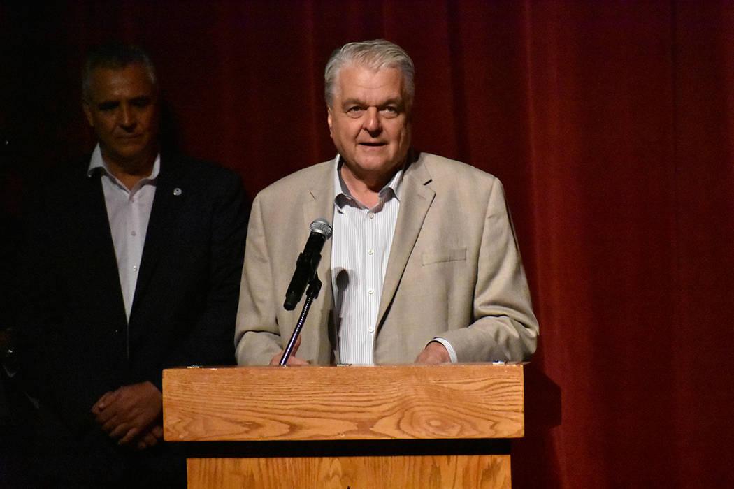 El gobernador Steve Sisolak dedicó algunas palabras en español para la comunidad latina prese ...