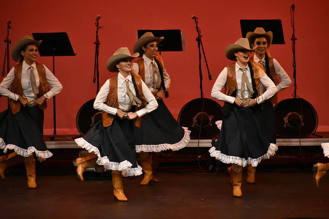 """Por quinto año consecutivo se presentó exitosamente el festival folklórico """"México en el ..."""
