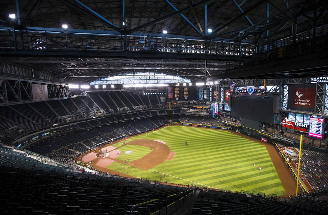 Una vista de Chase Field antes del inicio de un juego de béisbol de los Diamondbacks de Arizon ...