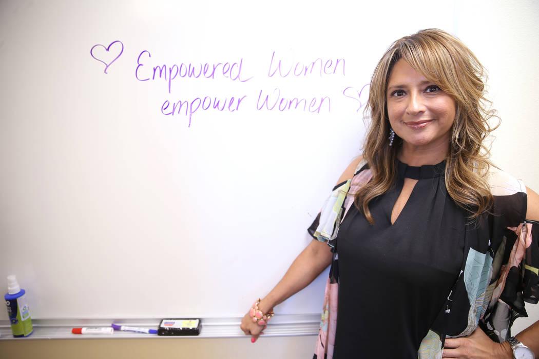 La directora ejecutiva, Linda Pérez, en el refugio The Shade Tree en Las Vegas el miércoles, ...