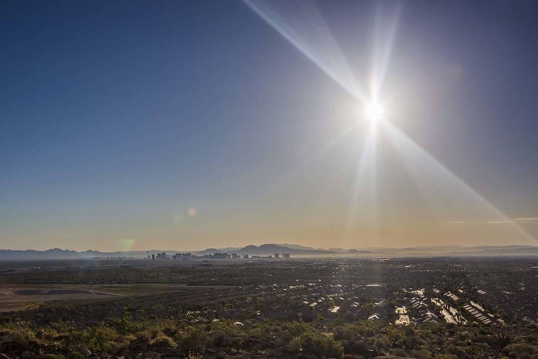Una advertencia de calor excesivo estará vigente en el valle de Las Vegas desde las 8 a.m. del ...