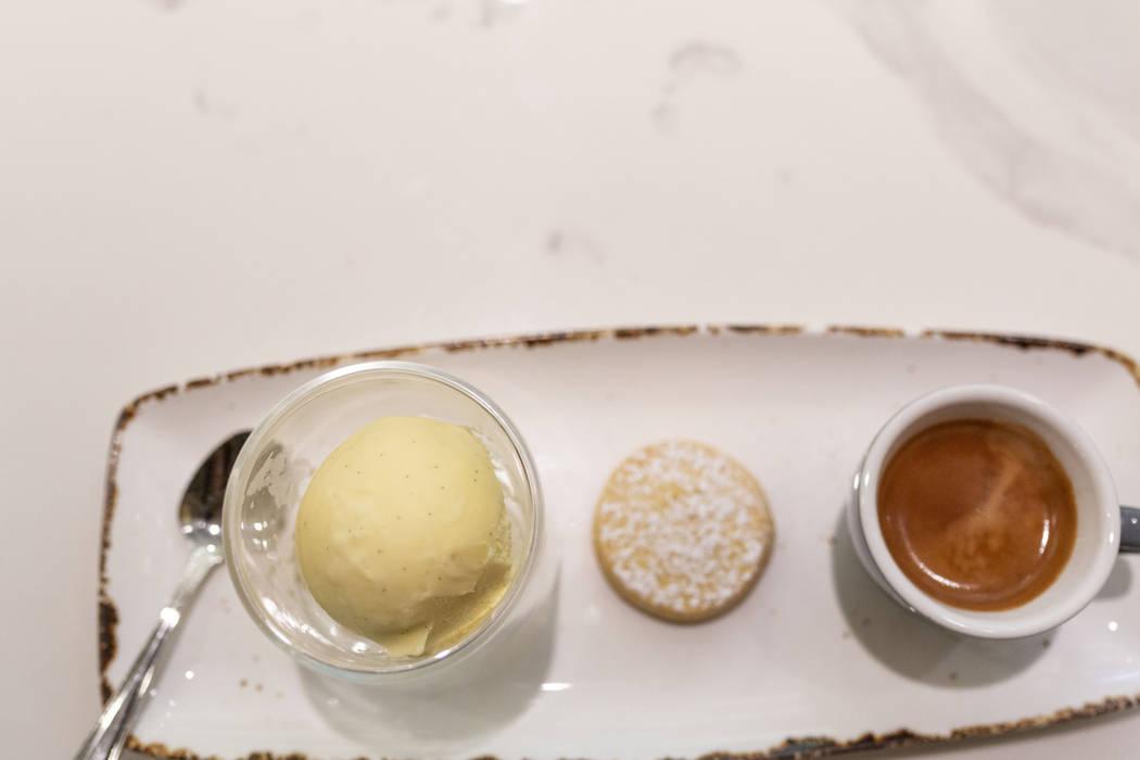 El helado casero The Factory Kitchen hecho para su affogato en The Venetian en Las Vegas el jue ...