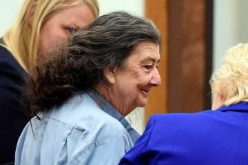 ARCHIVO - En esta foto de archivo del 8 de septiembre de 2014, Cathy Woods aparece en la corte ...