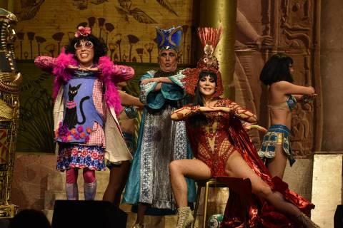 """Reconocidos artistas latinos visitaron Las Vegas para presentar la obra """"Cleopatra metió la ..."""