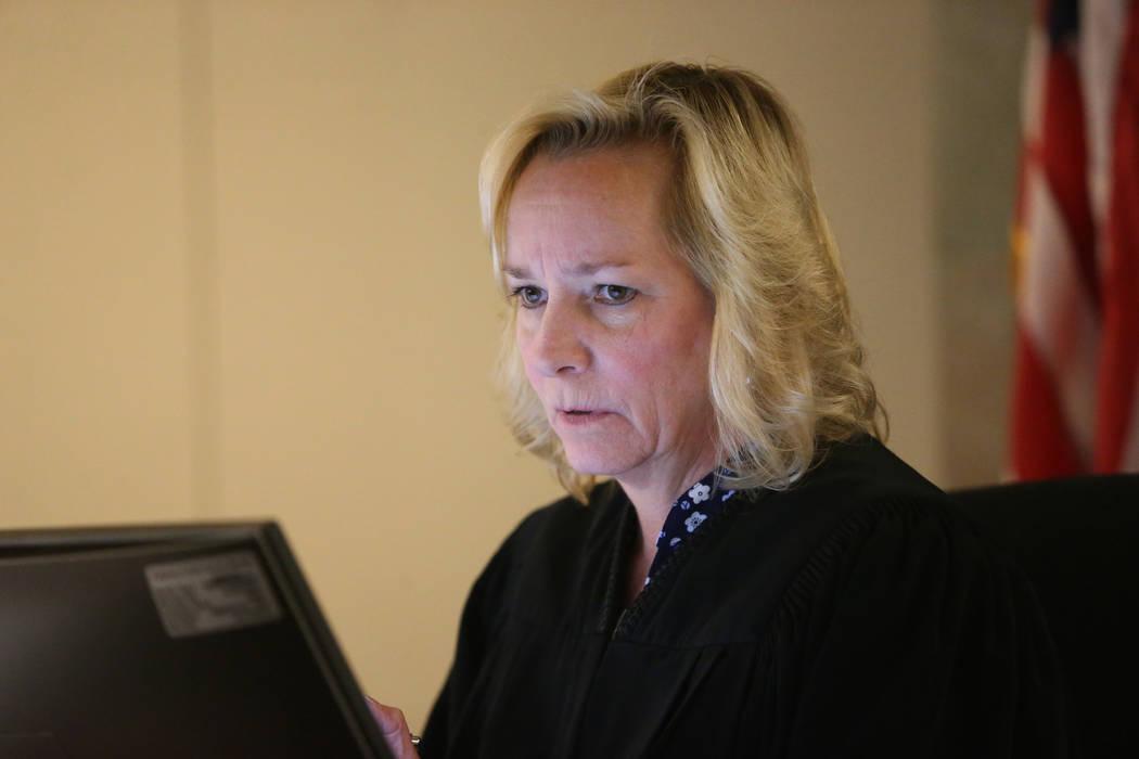 La jueza Ann Zimmerman habla durante la comparecencia inicial en la audiencia de Antonio Antune ...