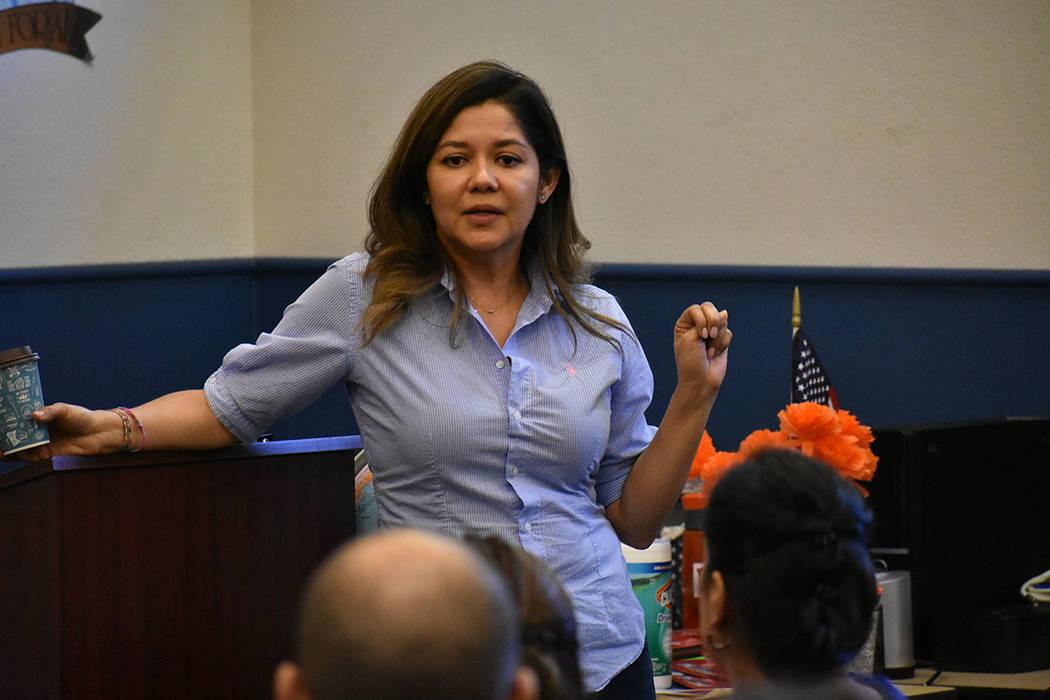 La directora de La Casa del Inmigrante Las Vegas, Luz Marina Mosquera, atendió las dudas de la ...