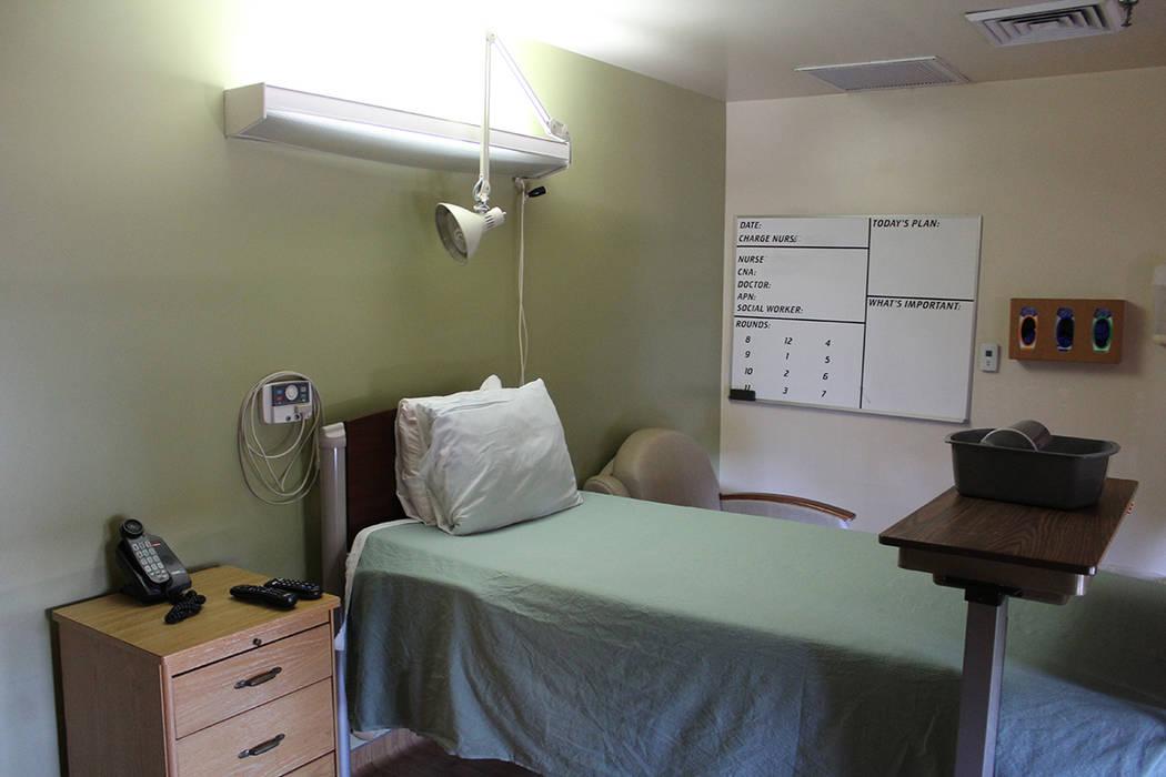 Ante el diagnóstico de enfermedad terminal, se ayuda al paciente y familia en todos los aspect ...