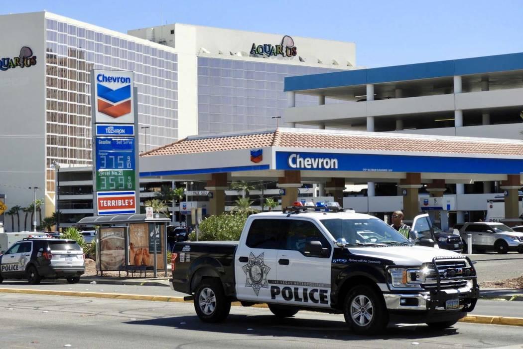 Un sospechoso de robo a mano armada resultó muerto después de un tiroteo con oficiales en el ...