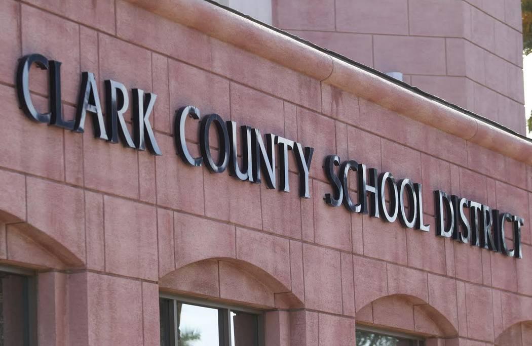 Sede del Distrito Escolar del Condado de Clark en West Sahara Avenue en Las Vegas. (Foto de arc ...