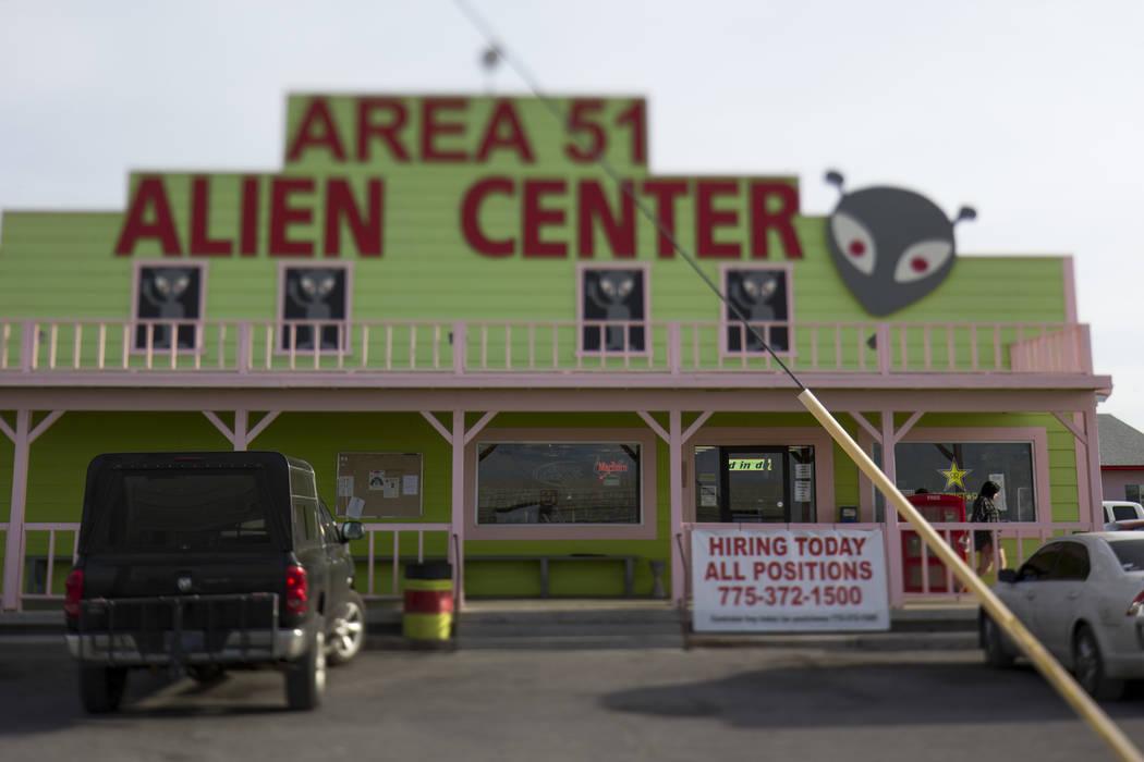 El Area 51 Alien Center en Amargosa Valley, a unas 90 millas al norte de Las Vegas el viernes, ...