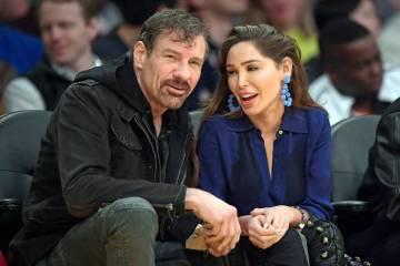 Henry Nicholas III y Ashley Fargo durante la segunda mitad de un juego de baloncesto de la NBA ...