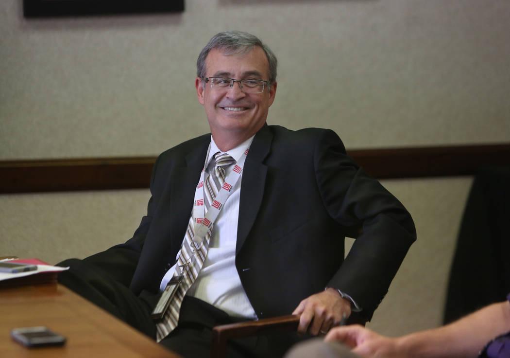 El director financiero del CCSD, Jason A. Goudie, analiza la posibilidad de una huelga de maest ...