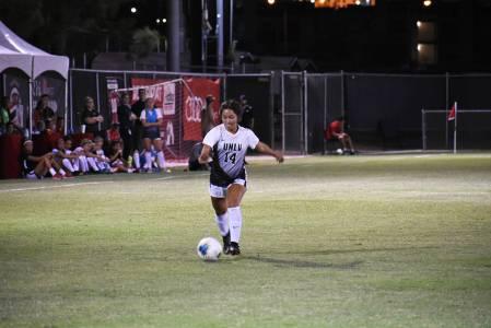 La jugadora de UNLV, Alyssa Granados (14), ha sido fundamental para su equipo en la generación ...