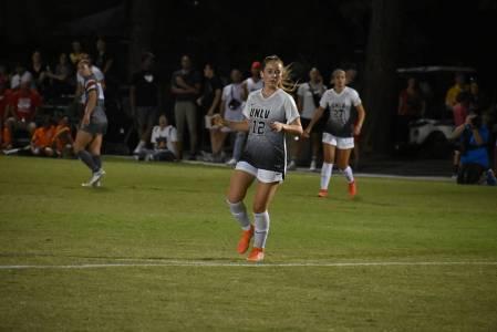 CSUN derrotó 1-0 a UNLV en el primer juego de la temporada de la liga universitaria femenil. J ...