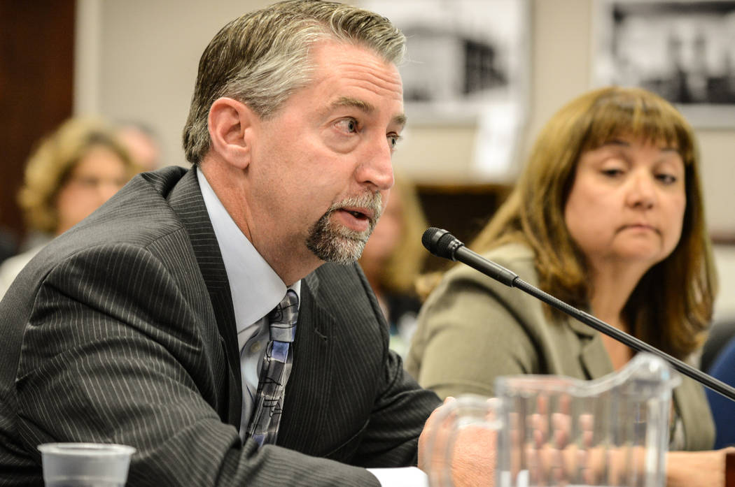 Troy Dillard, director del Departamento de Vehículos Motorizados de Nevada, explica las necesi ...