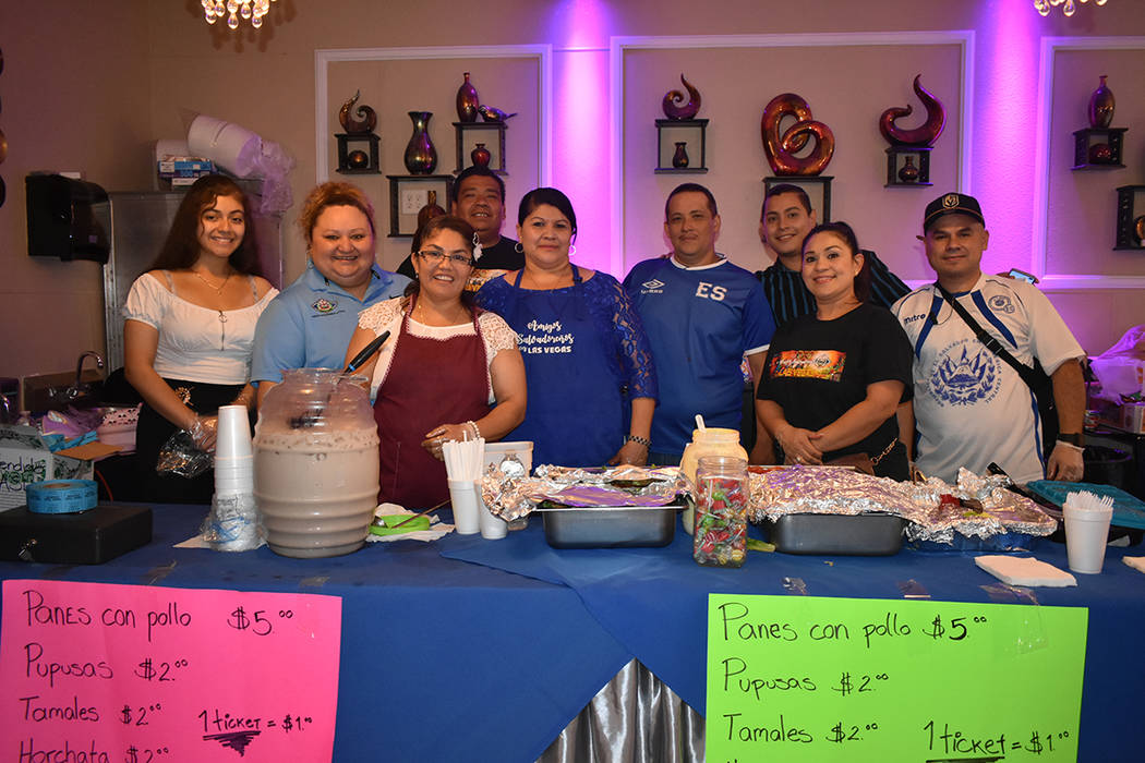 El grupo Amigos Salvadoreños y colaboradores ofrecieron platillos típicos de El Salvador, dur ...