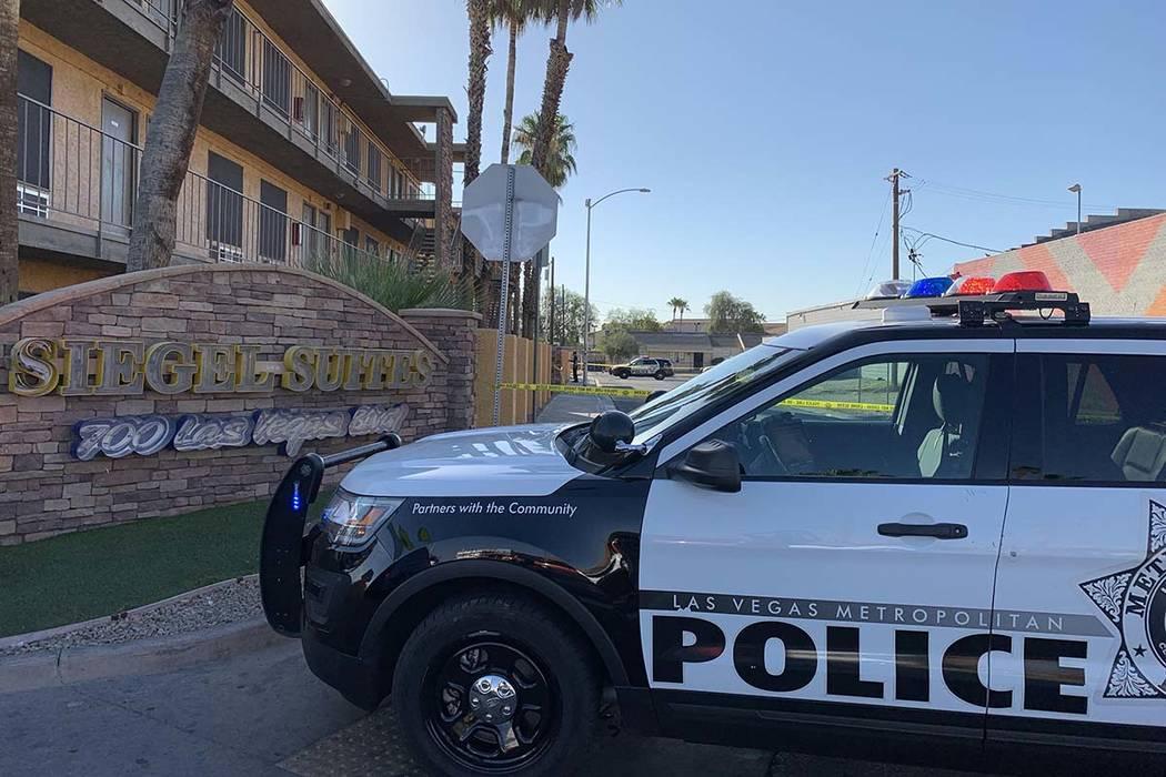 Un hombre resultó herido en un tiroteo en Siegel Suites, 700 Las Vegas Blvd. Norte, cerca de B ...