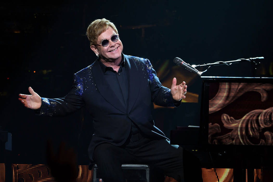"Elton John toca ""The Million Dollar Piano"" en el Colosseum at Caesars Palace de Las Vegas en la ..."
