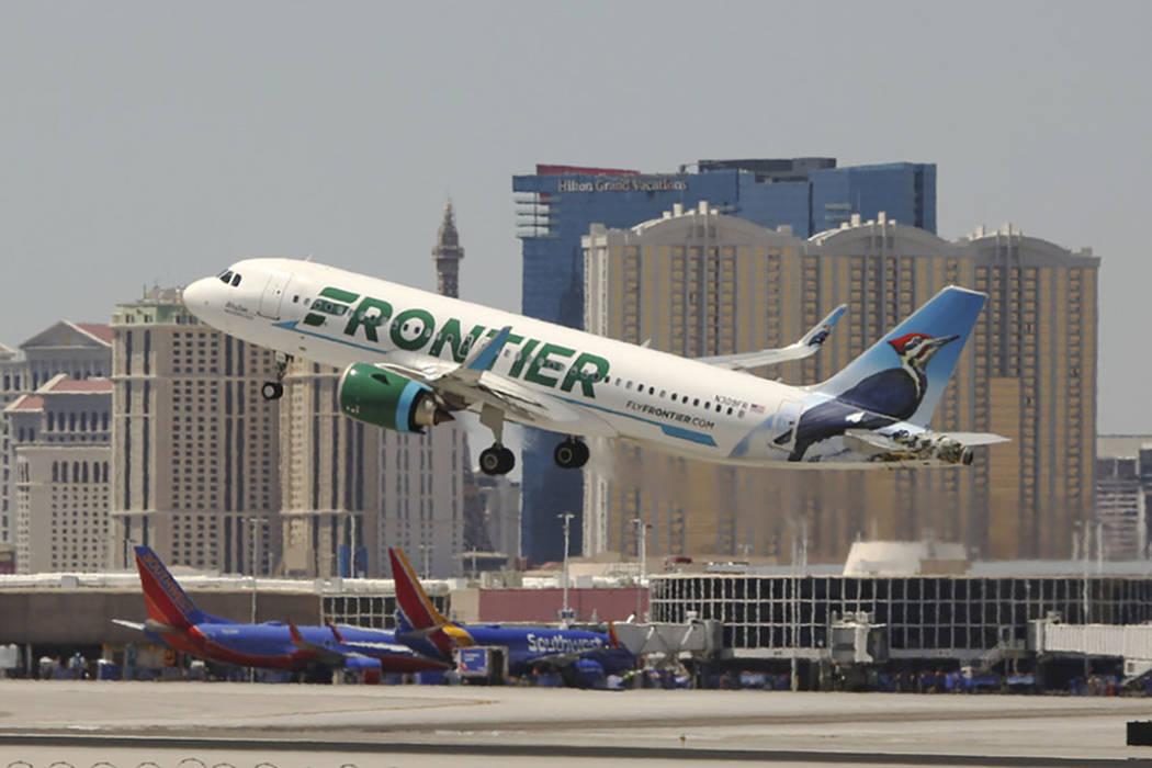Un vuelo de Frontier Airlines sale del Aeropuerto Internacional McCarran en Las Vegas, 26 de ju ...
