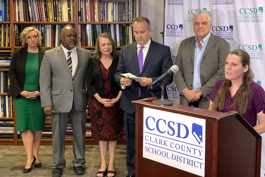 Funcionarios del Distrito Escolar del Condado de Clark y el sindicato de maestros anuncian un a ...