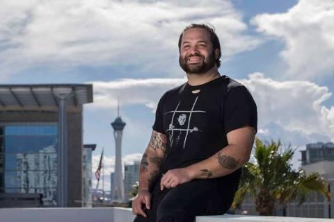 El propietario Marc Marrone en la azotea de un futuro restaurante que está desarrollando en 20 ...